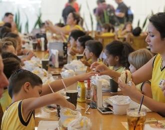 Madero comemora aniversário com almoço solidário