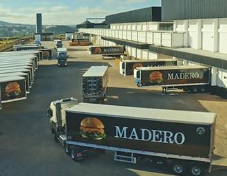 Frota própria de caminhões abastece restaurantes da rede